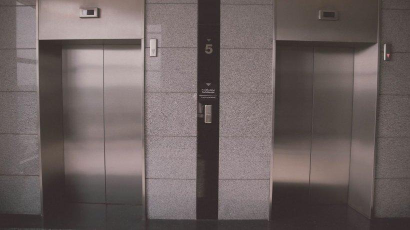 Un bărbat din Capitală a murit după ce a căzut în gol, în puțul liftului, de la etajul cinci