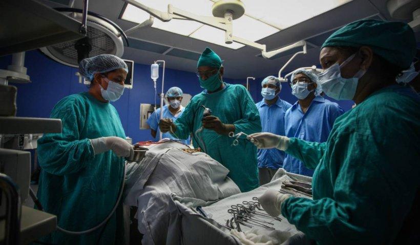 Bărbatul cu cel mai mare rinichi din lume, de 40 kg, se va opera luna viitoare