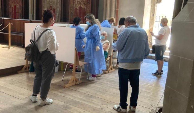 Prima biserică din România în care credincioșii se pot vaccina: Oamenii se pot imuniza indiferent de cultul din care fac parte