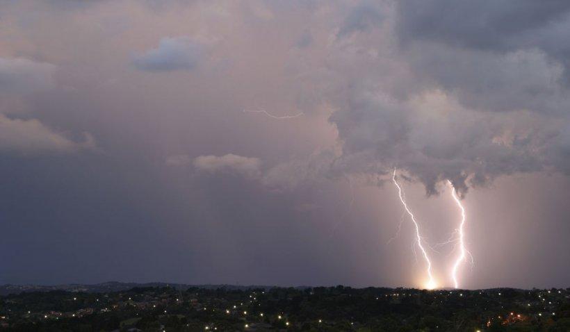 România de la o extremă la alta. Directorul ANM anunţă caniculă, tornade şi praf saharian