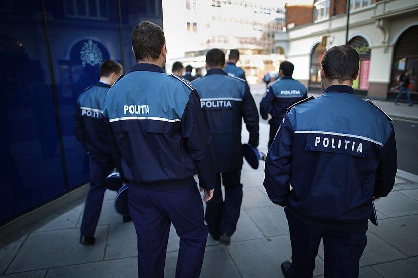 Un şofer din Botoşani a fost escortat de poliţişti până la bancomat să scoată banii de şpagă