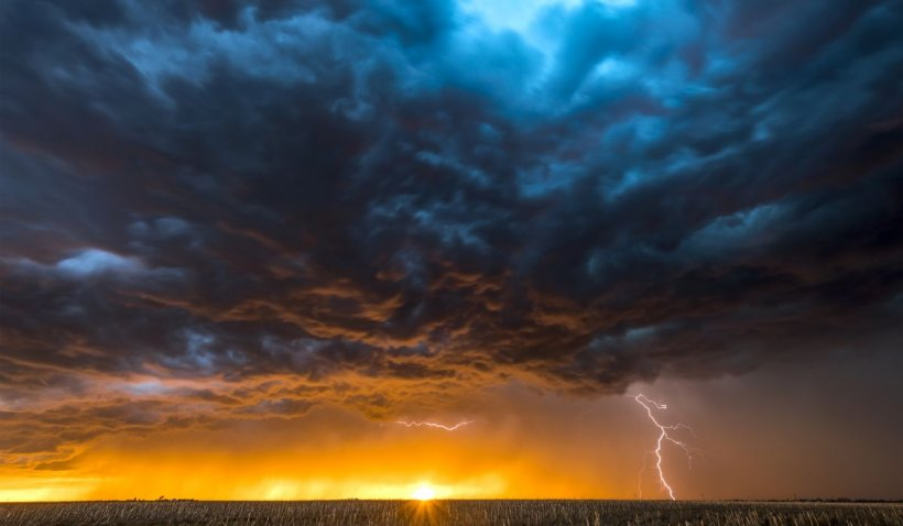 Cod galben de ploi şi vijelii pentru Bucureşti şi Ilfov