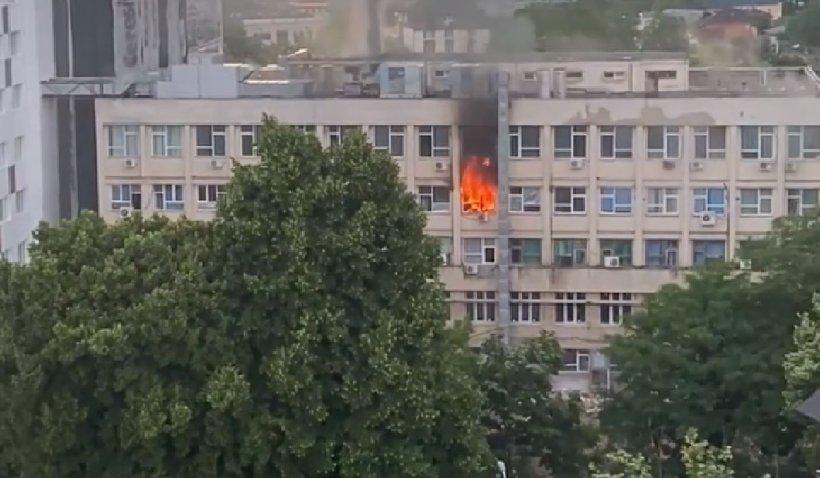 """Incendiu la Spitalul Clinic de Urgență pentru Copii """"Sfânta Maria"""" din Iași. S-a activat planul roşu de intervenţie"""