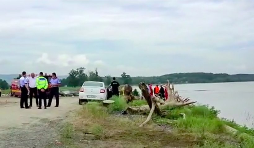 """Mama celor două fetițedispărute în Dunăre știe că """"sunt la ortoped, că le-a lovit o mașină"""""""