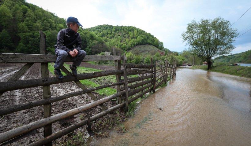 Localităţi în pericol. Râul Putna a atins valori istorice, după ploile torenţiale