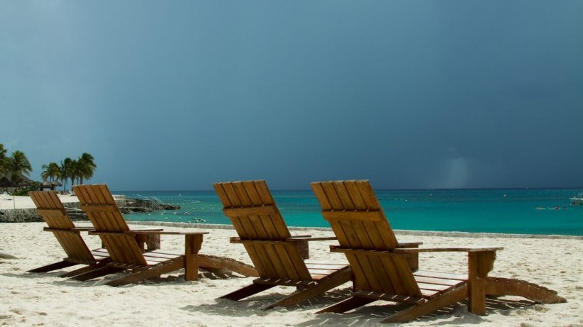 """Prognoză meteo pentru următoarele 4 săptămâni. Meteorologii anunță că nu scăpăm de ploi nici în """"luna lui cuptor"""""""