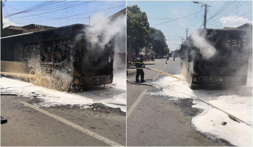 Un autobuz cu pasageri a luat foc în Târnăveni