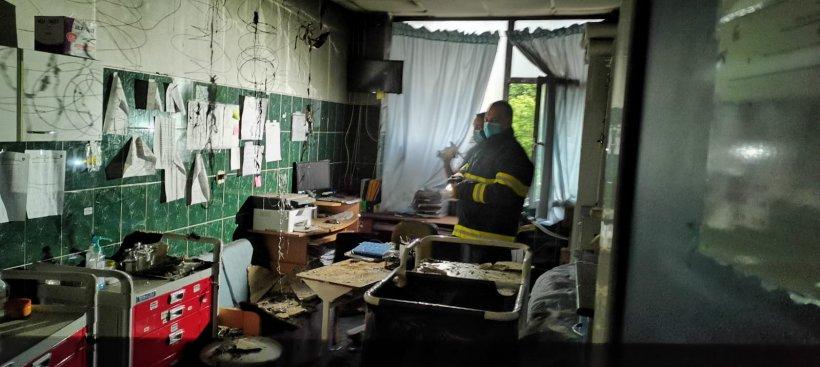 Primele imagini din salonul ars din Spitalul Clinic pentru copii din Iași. Copil intubat, salvat din calea flăcărilor
