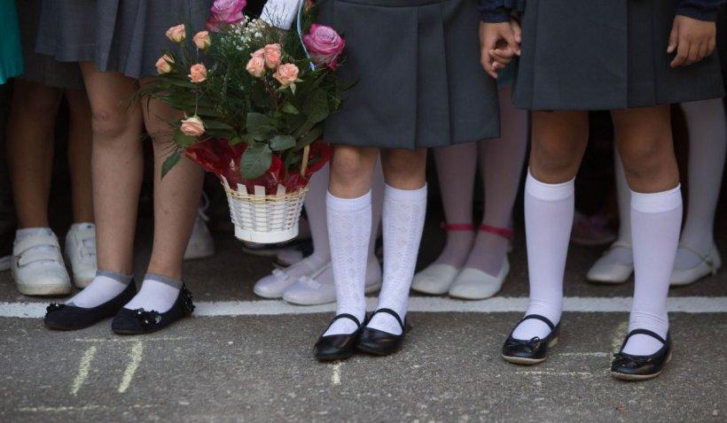 O tânără din Ilfov s-a îmbătat la școală, îndemnată de colegii care au batjocorit-o. Eleva a fost închisă în sala de sport de un profesor