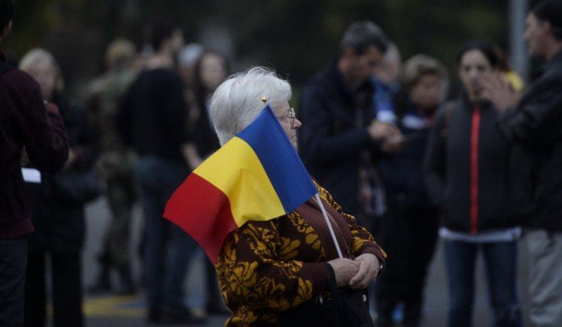 """Protest în Piața Victoriei, împotriva Guvernului: """"Tăiați pensiile speciale!"""""""