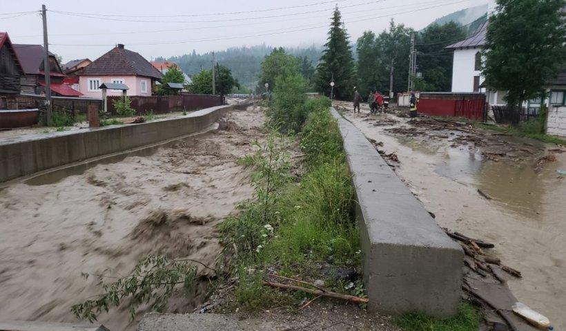 Vreme severă în România. Inundații în nouă județe din țară, în plin cod roșu de caniculă