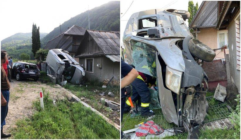 Accident spectaculos în Bistrița-Năsăud. O mașină a ajuns cu roțile pe o casă, sub fereastra dormitorului
