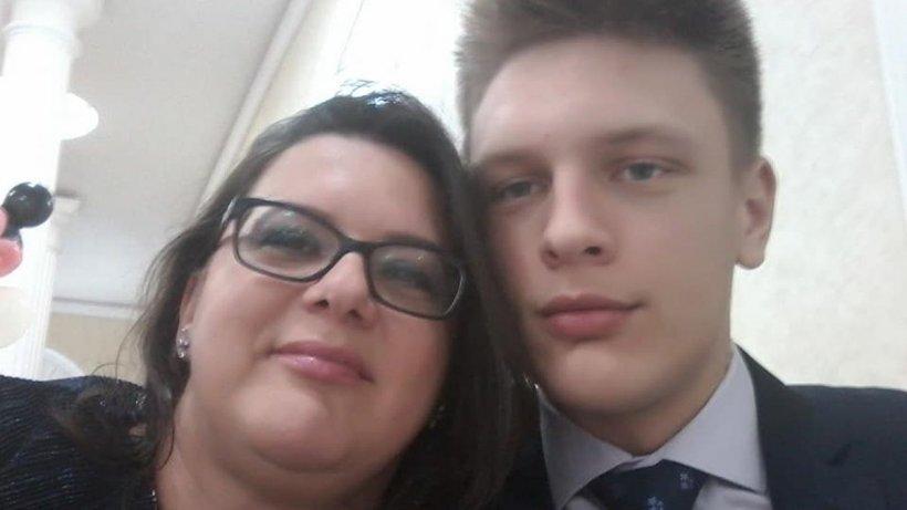 """Un elev model, de 18 ani, și mama lui, profesoară în Constanța, găsiți morți în apartament: """"Jocul s-a sfârșit!"""""""