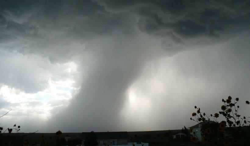 România lovită de vijelii puternice. Directorul ANM anunţă fenomene meteo violente în toată ţara