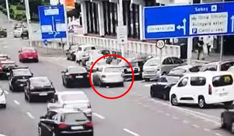 """Urmărire ca în filme în centrul Sibiului. Un şofer a fost """"felicitat"""" cu o amendă uriașă și lăsat fără permis"""