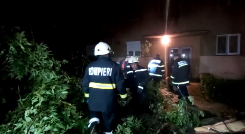 Acoperișul Spitalului Județean din Arad, smulsde vânt