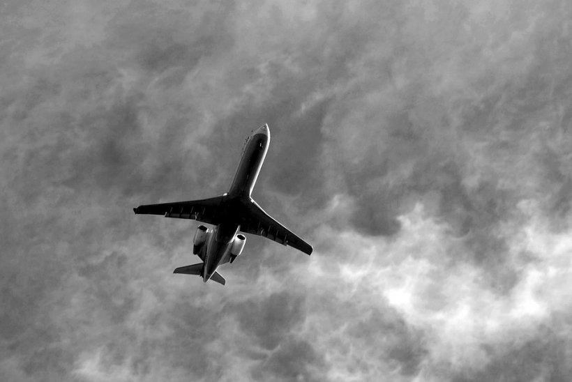 Incident de zbor grav cu o aeronavă TAROM pilotată de două femei. Ce făceau în cabină în loc să fie atente la zbor