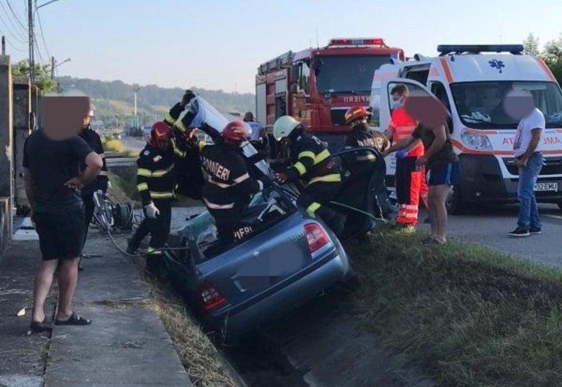 Accident grav în Dej. Un șofer a murit după ce mașina sa s-a lovit violent de un pod