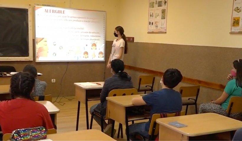 Școala dintr-o comună din Hunedoara funcționează ca în occident: Table interactive și tablete grafice