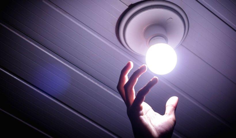 ANRE: Factura la curent electric creşte cu 3-13%, de la 1 iulie, pentru consumatorii care nu au trecut in piata concurentiala