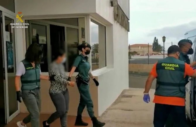 """Un cuplu de români a băgat spaima în spanioli. Cum jefuiau prin metoda """"Îmbrățișarea"""""""