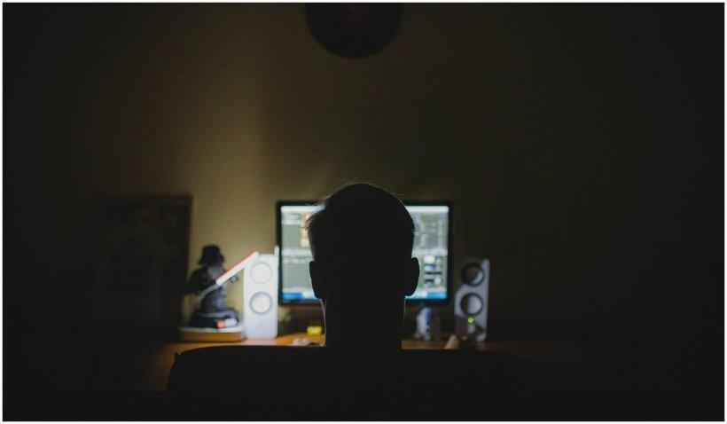 Hacker român capturat pe aeroport, în Bogota. El a furat date de milioane de dolari, inclusiv de la NASA