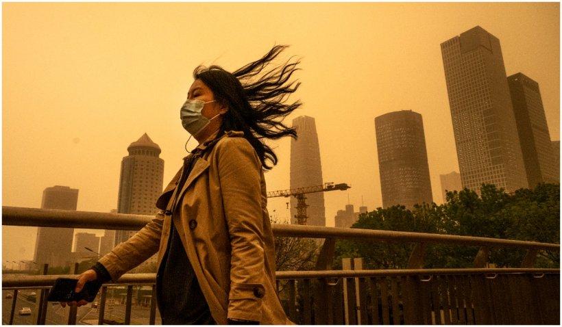Un nor de nisip a înghițit un oraș din China