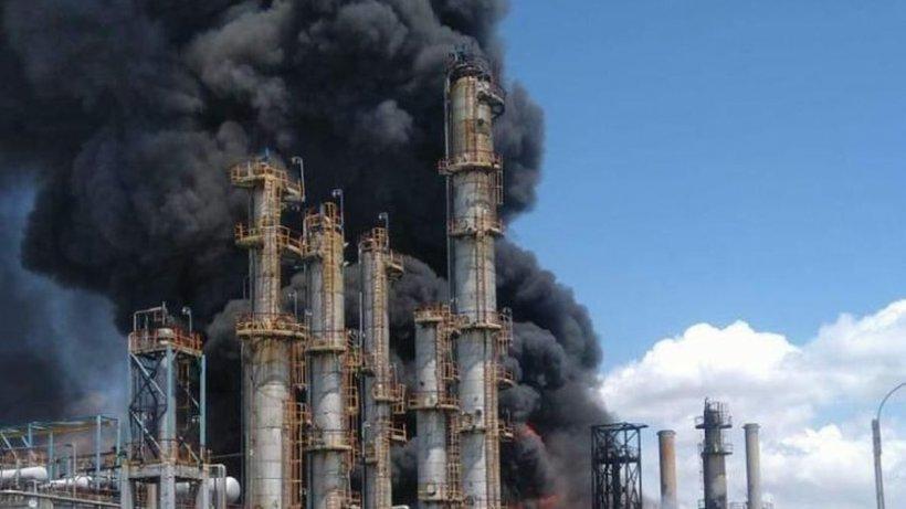 Explozie Petromidia. Pericol pentru turiști! Norul toxic se îndreaptă spre mare