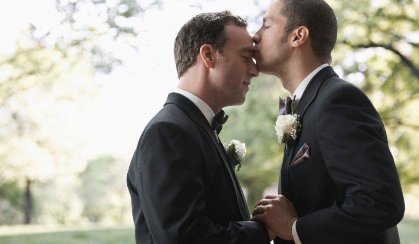 Un cuplu de gay câştigă procesul intentat proprietarului unei florării care a refuzat să le facă buchetele de nuntă