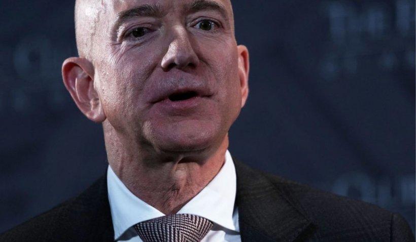 Jeff Bezos pleacă de la conducerea Amazon