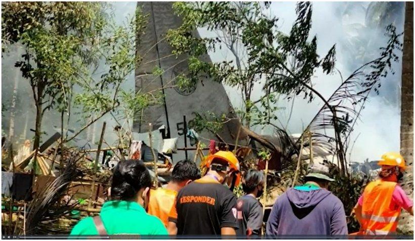 Un avion militar s-a prăbușit în Filipine. Bilanțul morților a ajuns 50