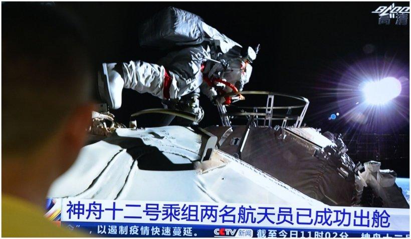 Prima ieşire în spaţiu a doi astronauţi de pe staţia spaţială chineză Tiangong