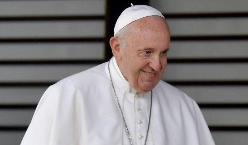 Noi informații despre starea Papei Francisc după operația la colon, care a durat 3 ore