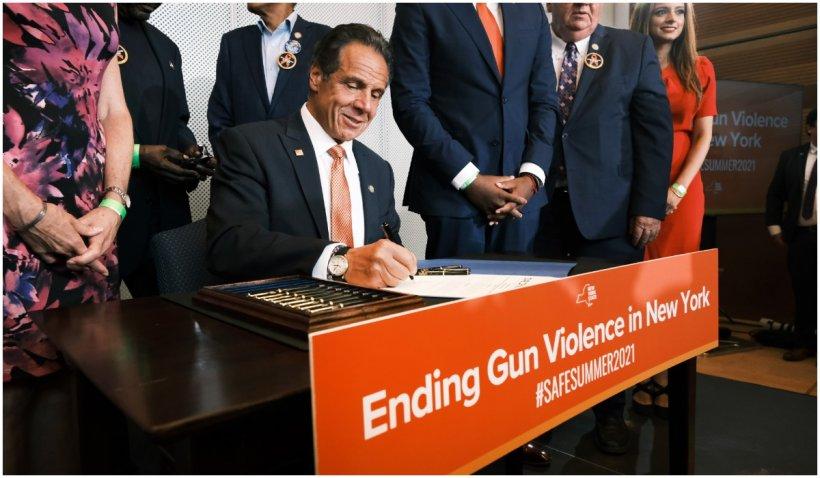 Guvernatorul New York-ului declară atacurile armate urgență de sănătate