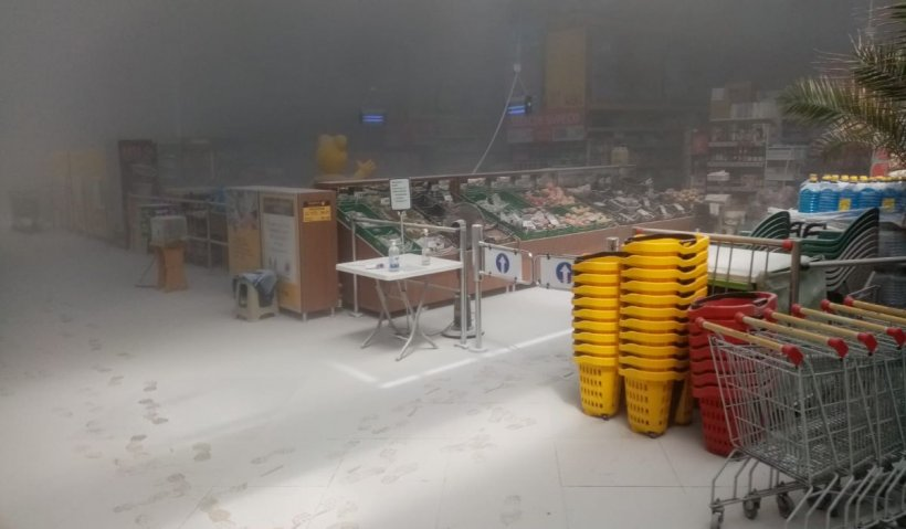 Un mall din Harghita evacuat, după ce s-a declanşat alarma de incendiu. 11 persoane au primit îngrijiri medicale