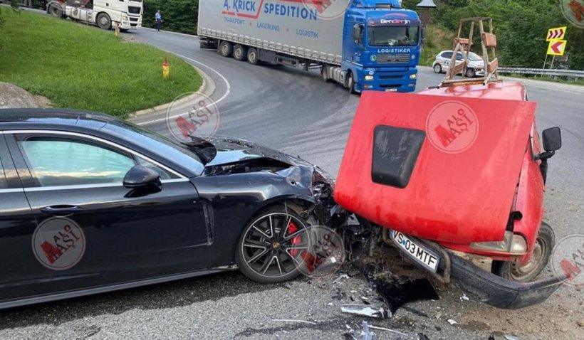 Porsche Panamera de 100.000€, distrus de o Dacie fără frâne, dar cu ITP-ul valabil, în Huşi