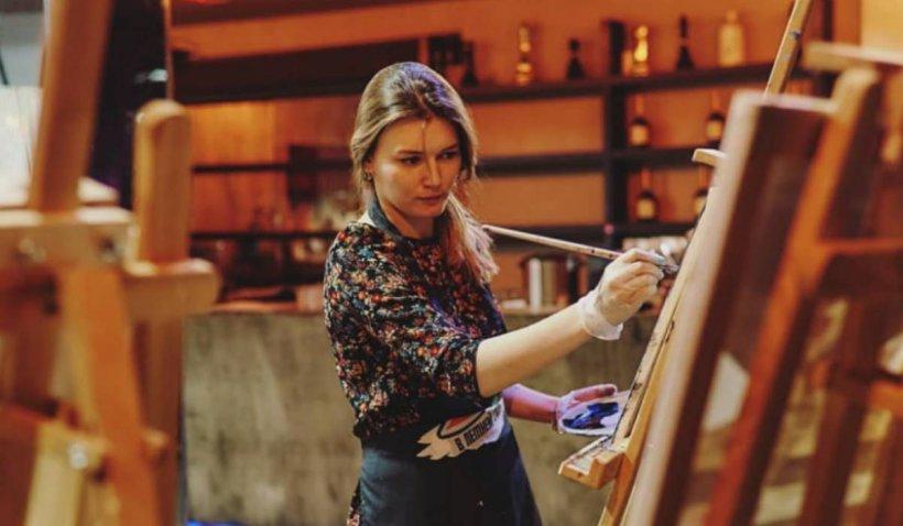Tânără pictoriță, omorâtă fără milă de propria mamă în apartamentul în care cele două locuiau, în Moscova