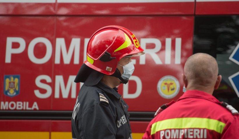 Accident între o mașina și o autoutilitară de pompieri, aflată în misiune, în Craiova. Un pompier a ajuns la spital