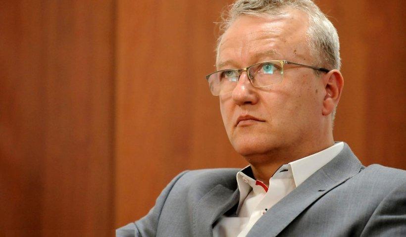 Medicul antivaccinist Răzvan Constantinescu, suspendat de la UMF Iaşi pe durata cercetării disciplinare