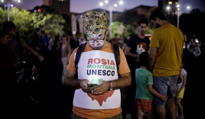 """Protest la Cotroceni. Klaus Iohannis, solicitat să intervină în dosarul Roșia Montană: """"A venit momentul să discutăm despre elefantul din cameră"""""""