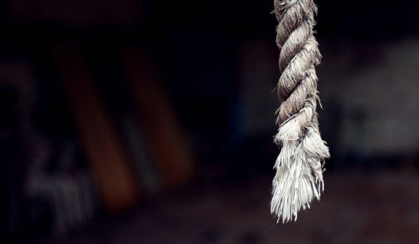 Un bărbat a fost găsit mort, legat de gardul Grădinii Botanice din Galaţi