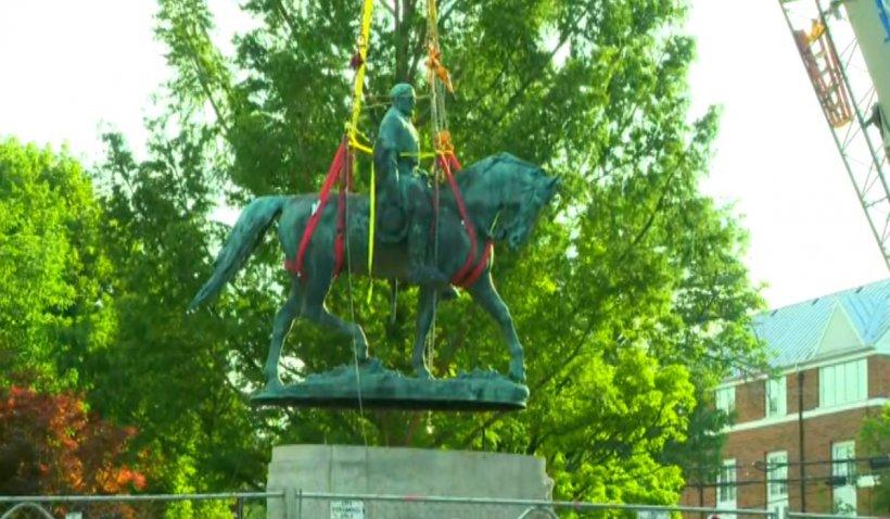 Statuia unui general sudist, îndepărtată după violențele soldate cu un mort și mai mulți răniți, în SUA