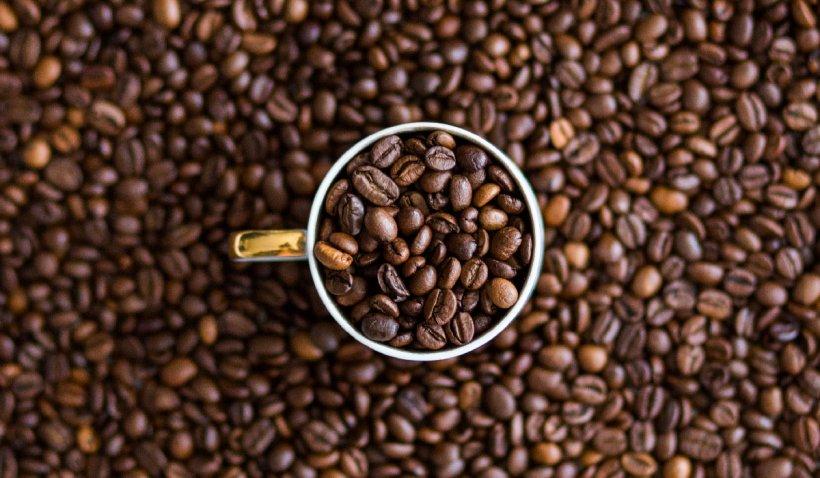 Veşti bune pentru iubitorii de cafea: Una sau mai multe ceşti pot scădea cu circa 10% riscul de a face COVID-19