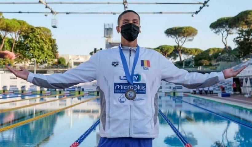 David Popovici, dovadă de modestie la întoarcerea în țară, după recordurile de la Campionatul European de natație
