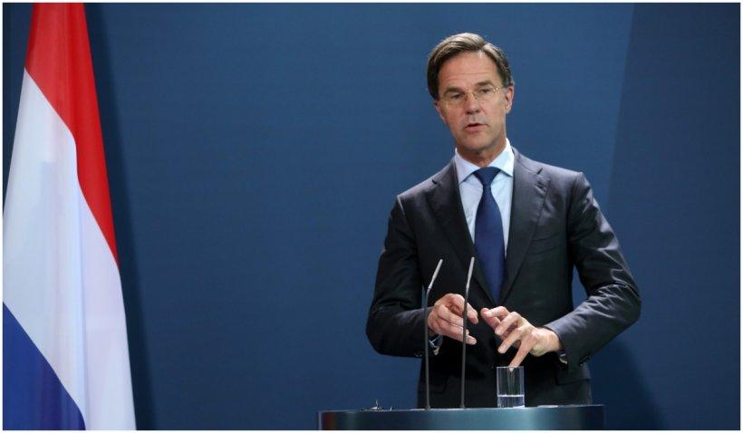 Premierul Olandei își cere scuze pentru ridicarea prematură a restricțiilor, după ce numărul tinerilor care s-au îmbolnăvit de Covid a crescut brusc