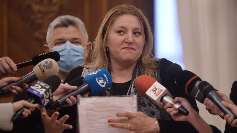 Diana Șoșoacă, acuzații extrem de grave: Avem politicieni corupți care își iau comisioane de la diverse corporații