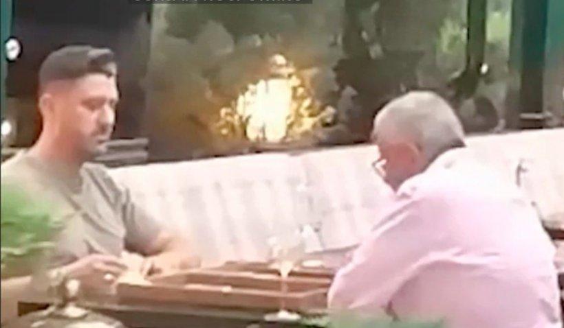 Ilie Năstase și Ciprian Marica, suprinși în timp ce jucau table într-un restaurant din centrul Capitalei