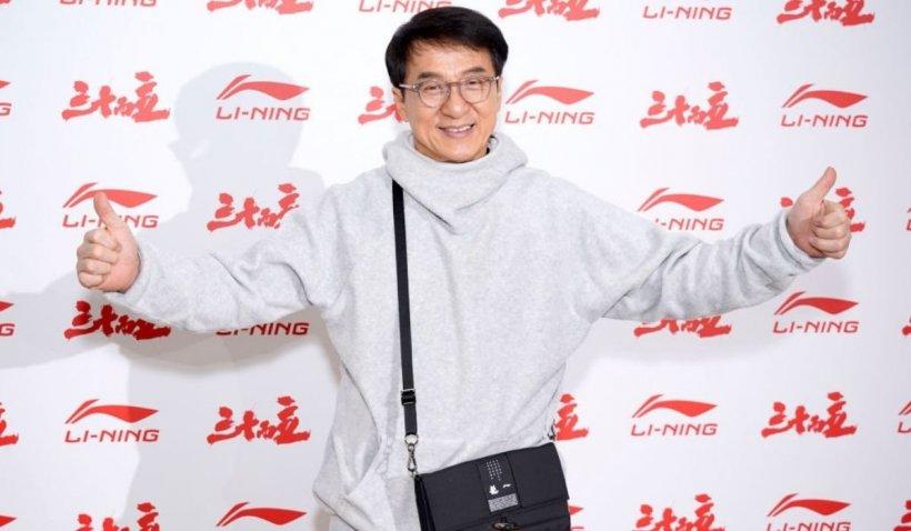 Actorul Jackie Chan vrea să se înscrie în Partidul Comunist din China