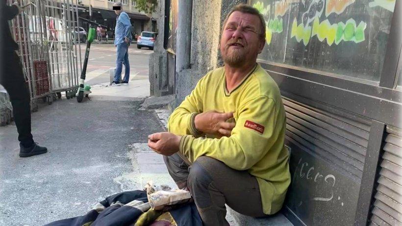 """Povestea cerșetorului din București care știe cinci limbi străine: """"Tatăl meu nu m-a dorit. Nici mama mea, dar Dumnezeu m-a vrut"""""""