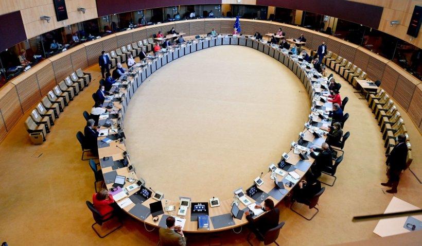 Comisia Europeană cere României să aplice legislaţia UE privind dreptul copiilor de a avea acces la un avocat